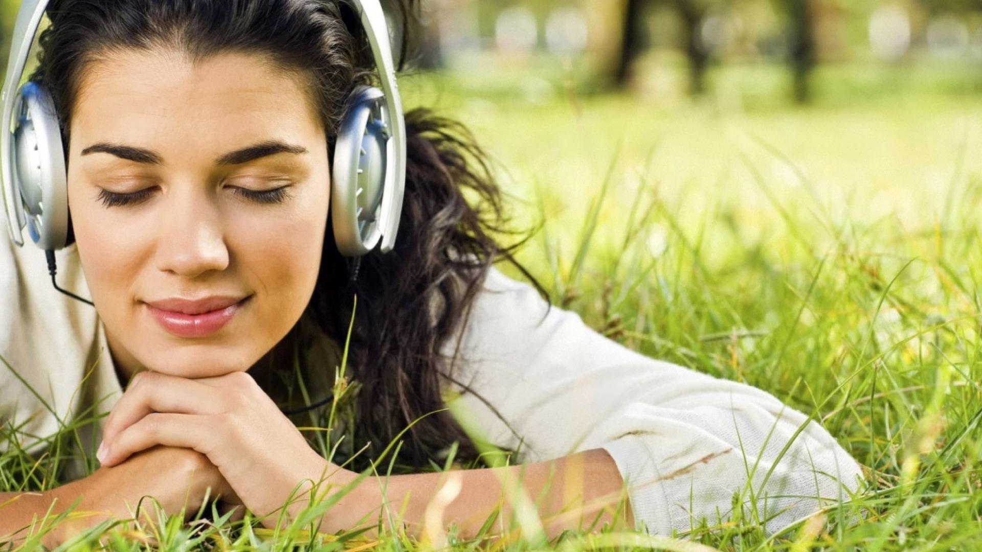 ===Los Recuerdos tambien huelen=== Chica-escuchando-musica-para-relajar
